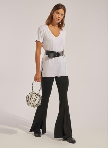 Monamoda V Yaka Yırtmaçlı Likralı T-Shirt Beyaz